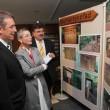 Die Stiftungsvorsitzende Stephanie Egerland-Rau informiert sich über die Gestaltung des Naturlehrpfades am Rehberg